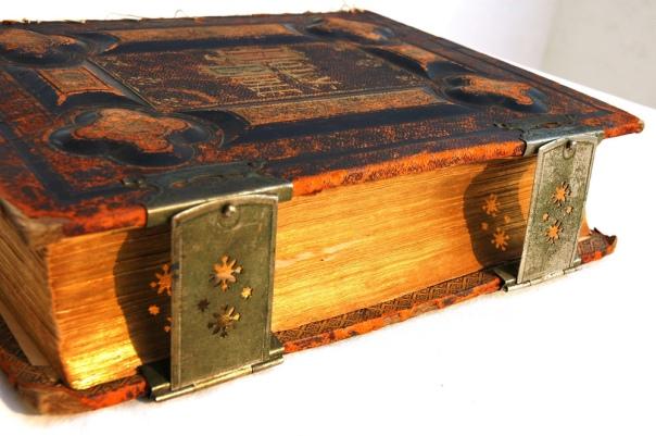 An antique bible - Wonderlane